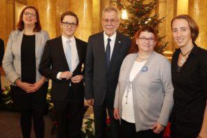 Bundespräsident mit den Vorstandsmitgliedern Stefan und Anita und ihren Assistentinnen